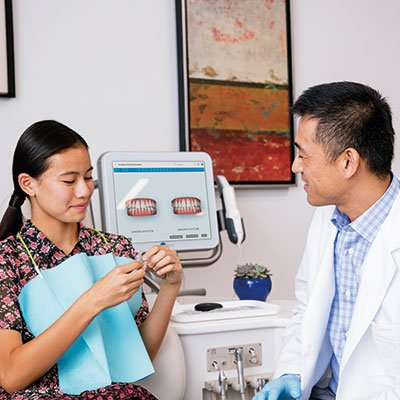 Doctors-Showing-Aligners---6-HR_web